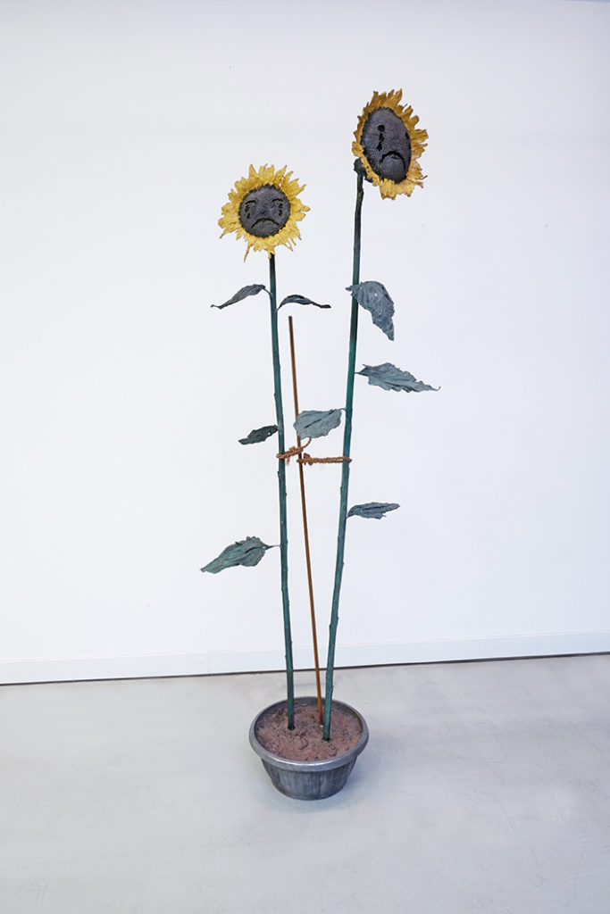 Crying sunflowers, painted iron, 2019, h: 220 cm